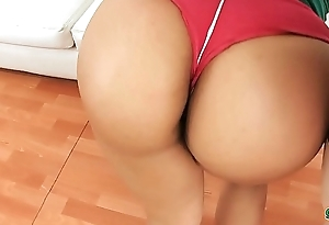 Perfect Round and Tight Hard Ass Latina Working Out and Exposing Cameltoe