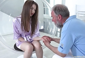 Old-n-Young.com - Roxy C - Doctor licks cutie until she is cured