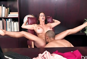 Bald clerk stretches busty colleague in the tryst